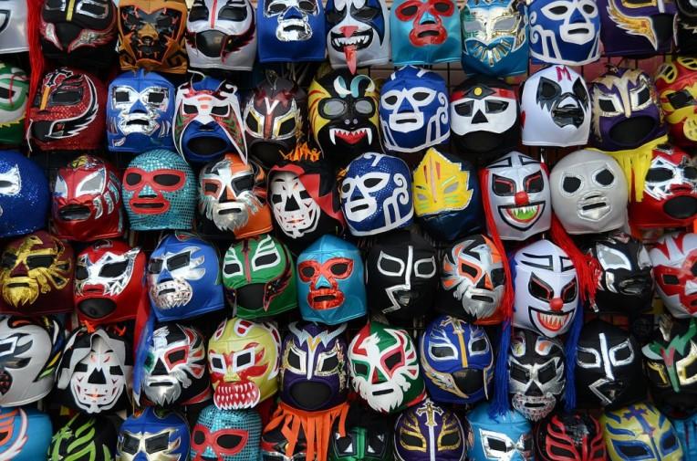 1280px-Lucha_libre_máscaras-1024x678