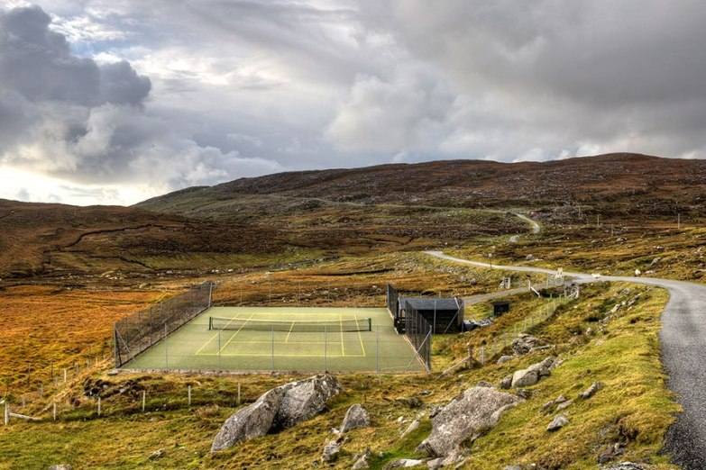 item2.rendition.slideshowHorizontal.striking-tennis-courts-05-outer-hebrides-scottland