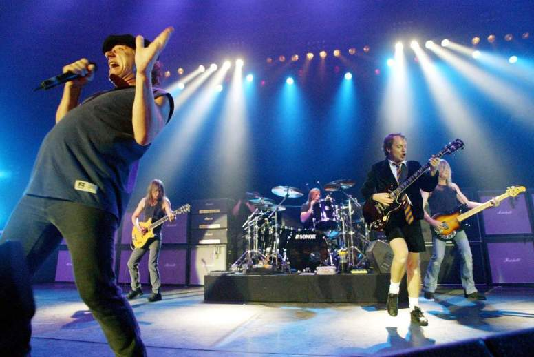 ob_961345_brian-johnson-acdc-on-stage-01