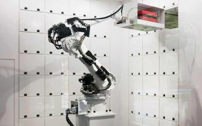 Robotic arm sorting out your luggage for you