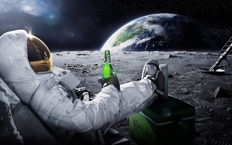 astronaut-drinking-carlsberg-on-moon-hd-desktop-wallpaper