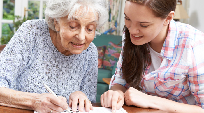 volunteer-seniors-puzzle-help-VCH-volunteering-opportunities-2.jpg